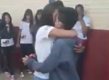 วัยรุ่นบราซิลเจอคุณครูขัดจังหวะ หลังพยายามขอแต่งงานภายในโรงเรียน