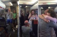 อิจฉาแพร๊พ!!! หนุ่มคุกเข่าขอสาวแต่งงานบนเครื่องบิน ต่อหน้า ผดส.นับร้อย!!