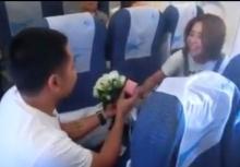 อิจฉาตาแตก!!หนุ่มเตี๊ยมกัปตันขอแฟนเเต่งงานบนเครื่องบิน
