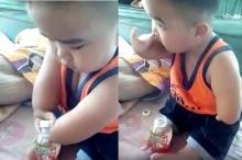 เด็กชายคนเก่ง....เปิดน้ำกินเองด้วยมือที่เป็นแบบนี้