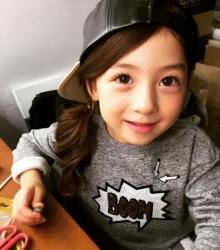 หนูน้อยลูกครึ่งเกาหลี-อเมริกัน Selfie เล่นกล้องน่ารักได้อีก!!