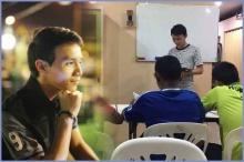 """ผู้กองหนุ่มเช่าตึกทำ """"บ้านสร้างฝัน"""" สอนหนังสือเด็กยากจน"""