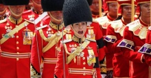 ฟังชัดๆ!! วินาที พ.อ.หญิง สินีนาฏ วงศ์วชิราภักดิ์ เจ้าของเสียงทรงพลัง จัดระเบียบแถวทหาร (คลิป)