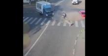 นาทีปาฏิหาริย์!! เก๋ง ชน รถบรรทุก ปลิวข้ามหัว รอดหวุดหวิด