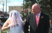 เจ้าบ่าวเซ็ง เจ้าสาวติดโซเชียล เล่นมือถือตอนพิธีแต่งงาน!