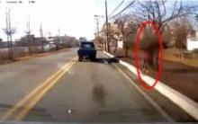 ตร.แทบช็อก!! ขับรถอยู่ดีๆ เจอคุณยายพยายามผูกคอตายริมถนน