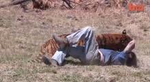 ระทึก!!หนุ่มโดนเสือทำร้ายระหว่างถ่ายสารคดี!!