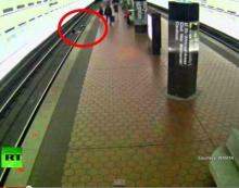 ระทึก! หนุ่มวีลแชร์ พลาดตกรางรถไฟ ไม่มีใครช่วย! จนได้เจอหนุ่มฮีโร่น้ำใจงาม
