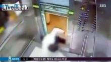 วาดเสียว! หนุ่มเกาหลีหวิดตัวขาดเพราะลิฟท์!!
