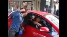 สาวเดือด...ขับรถจี้ตูด จอดรถตบกันข้างทาง