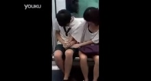 สาวจับเป้าแฟนหนุ่มบนรถไฟฟ้า ใจกล้าแบบไม่แคร์สื่อ..!!