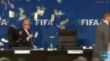 วินาที โยนเงินปลอมใส่ประธาน #FIFA
