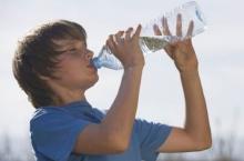 ตะลึง ! กินน้ำเร็วที่สุดในโลก