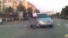 อุทาหรณ์!!ปั่นจักรยานประมาท ถูกรถชนทีเดียว2คันซ้อน!!