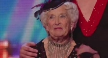 OMG! คุณยายวัย 80 โชว์แดนซ์ชัลซา จนกรรมการอ้าปากค้าง