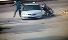 แฉนาที เก๋งเลี้ยวเข้าปั๊ม จยย.เสยเต็มๆ คนขี่กระเด็นลอยข้ามรถ รอดตาย!