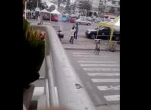 คนขับรถตุ๊กๆ VS รถรอบเมือง ฟันกัน เหตุแย่งผู้โดยสาร!!