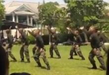 มันส์หยดติ๋งๆ!! หนุ่มๆ ทหารเกณฑ์ โชว์พลิ้วเพลงยอดฮิตหลังฝึกหนัก!!