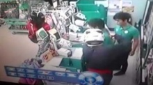 คลิปเตือนภัย! วินาที โจรปล้น ร้านสะดวกซื้อ (ตัวชัด)