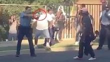 คลิปแฉ!! นาทีตำรวจปืนโหด ลั่นไกยิงหญิงสาวถือมีดกลางถนน!!
