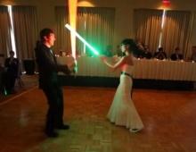 """เก๋เวอร์!! เมื่อคู่บ่าวสาวเป็นแฟนพันธุ์แท้ """"Star Wars""""!!"""