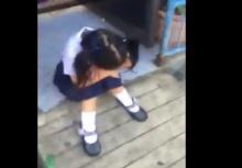 งอนแรง!!ลูกสาวกอดเข่าร้องไห้ จนพ่อต้องขอให้ชาวเน็ตช่วย!!