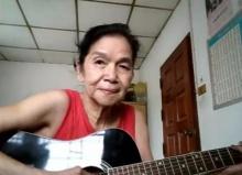 สุดยอดคุณยาย โชว์การร้องเพลง เล่นกีต้าร์อย่างพริ้ว