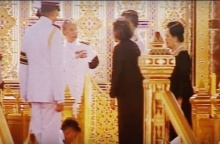 ย้อนชม ในหลวง ร.9 ทรงมีพระราชปฏิสันถารกับ สมเด็จพระบรมฯ และ สมเด็จพระเทพฯ