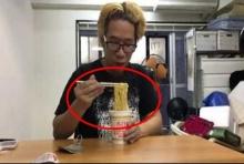 บ้าไปแล้ว! หนุ่มญี่ปุ่นลองกินมาม่าที่หมดอายุแล้ว
