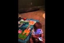 ฮามากกก..หนูติดสมาร์ทโฟนตั้งแต่เด็กเลยเหรอลูก