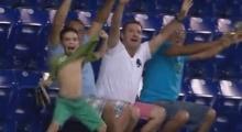 หัวเราะหนักมาก!! รวมภาพฮา ๆ จากสนามบอล