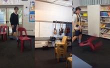 """ชมการท้าทายสุดแนว """"Chair Flipping Challenge"""" เทรนด์ใหม่วัยรุ่นฝรั่ง"""