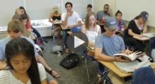 สุดฮา!! เมื่อหนุ่มเเอบงีบหลับในห้องเรียน โดยใช้ทักษะขั้นสูง (ชมคลิป)
