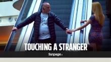 การสัมผัสมือคนแปลกหน้า ทำให้เกิดเหตุการณ์ไม่คาดฝันเสมอ!!