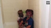 จ๋อย! สองพี่น้องละเลงสีเละเทะ จนโดยพ่อดุ