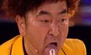 สุดทึ่ง!!!! นักมายากลญี่ปุ่นทำเอากรรมการก็อตทาเลนท์สะดุ้ง กับกลกลืนมีดโกน!!! (คลิป)