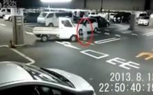 หลอนสิรอไร!! กล้องวงจรปิดจับติดวิญญาณผีกระโดดขึ้นรถแบบชัดมาก!!!