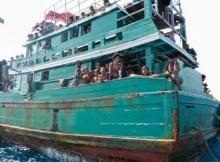คลิปน่าเวทนาชาวโรฮิงยา 150 ชีวิตลอยเรือกลางทะเล