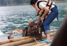 นาทีชีวิตช่วยยายจมน้ำ เหตุเรือชนกันเขื่อนเชี่ยวหลาน