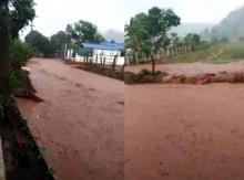คลิปเชียงดาวน้ำป่าหลากหนักมากตะกอนดินทับทั่วหมู่บ้าน ถนนเสียหาย