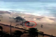 สุดระทึก!! ทอร์นาโด กวาดฝูงคนริมหาดปลิวว่อน!!