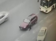 สลด!!แหกกฎจราจรลากตำรวจไปตามถนนจนตาย