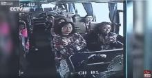 จีนเปิดคลิปสลด!! วินาทีรถบัสคว่ำตายเจ็บอื้อ