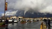 สะพรึง!! คลิปพายุทอร์นาโด ที่แคลิฟอร์เนีย เมื่อวาน