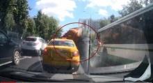 มีความเป็นห่วงรถที่จอดอยู่รายรอบ จู่ๆ 6 ล้อดูดส้วมเกิดระเบิดกลางถนน
