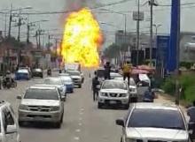 คลิปชัด ระเบิดสนั่น รถแก๊สพลิกคว่ำ-ระเบิด ข้างม. เวสเทิร์น