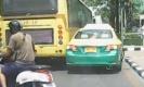 คลิปรถเมล์สาย 539 เบียดแท็กซี่บนถนนราชวิถี แทบกระเด็น