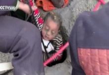 นาทีชีวิต!เด็ก3ขวบกบ่อลึก 90 เมตร จนท.ใช้เชือกดึงร่างขึ้นมาสุดระทึก