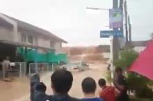 ระทึกน้ำทะลักระเบิดกำแพง ทั้งน้ำ ทั้งโคลนถล่มหมู่บ้านจม!!