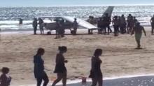 ระทึก!! เครื่องบินเล็กพุ่งจอดฉุกเฉินกลางหาด ชนคนดับสลด 2 ราย หนีตายนับร้อย!!(คลิป)